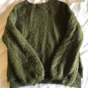 Green thick sweater with puff sleeves